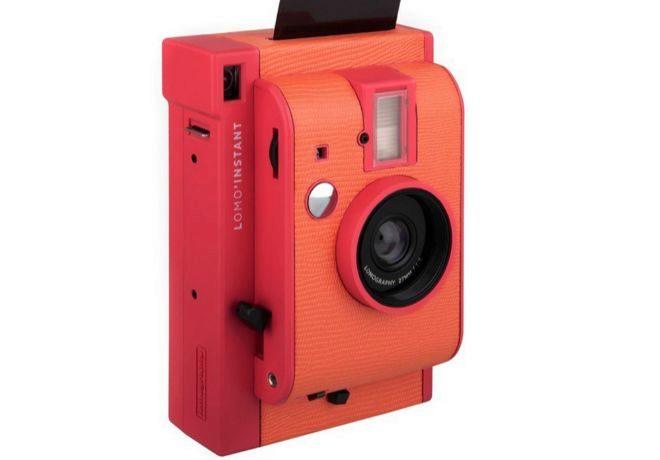 La tienda también ofrecen cámaras 'vintage' como esta Lomography...