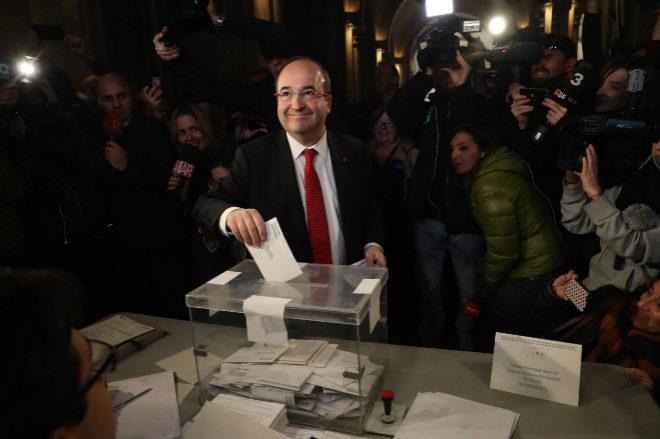 Miquel Iceta votando en su colegio electoral