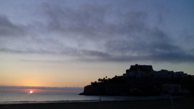 Peñíscola (Castellón). Vista de un atardecer desde la playa....