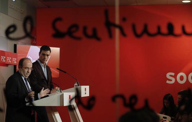 Miquel Iceta, junto a Pedro Sánchez, ayer, tras las reunión...