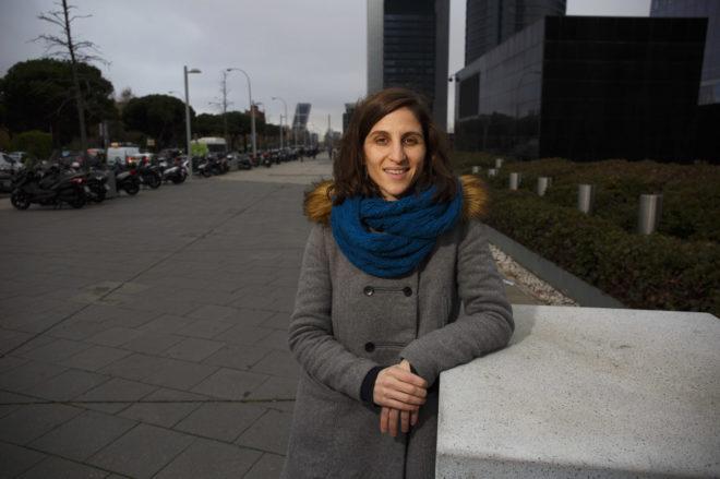La periodista Alicia Molina a la salida de su trabajo en Madrid.