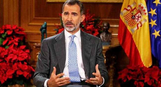 Felipe VI se dirige a los españoles durante el discurso de Navidad de...
