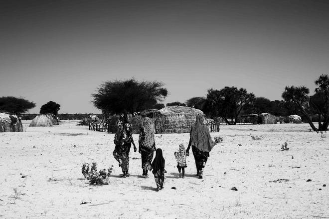 Dos mujeres refugiadas de Boko Haram, en su campo junto al lago Chad.