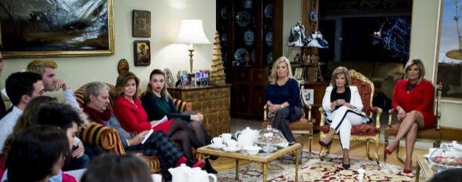 María Teresa Campos y sus hijas Terelu y Carmen Borrego atienden en...