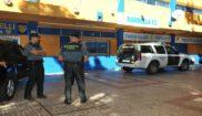 Agentes de la Guardia Civil, en las dependencias del club de fútbol...