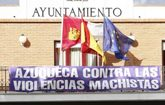 Pancarta contra la violencia machista en el ayuntamiento de Azuqueca