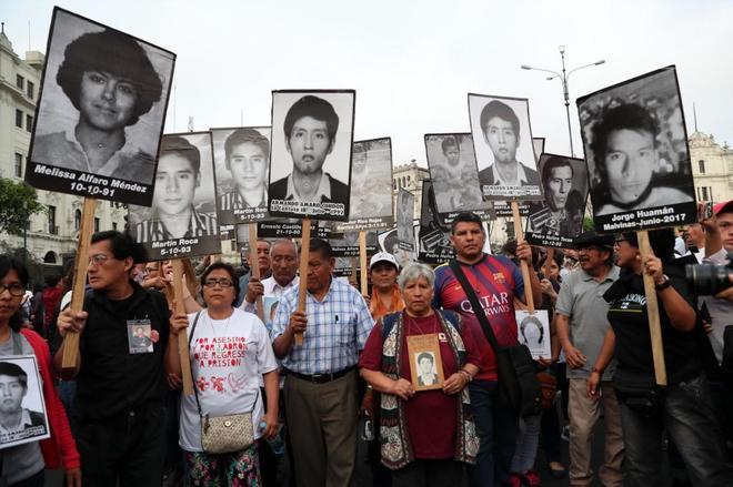 Miles de peruanos marcharon por las principales calles de Lima contra el indulto concedido al ex mandatarioo Fujimori.