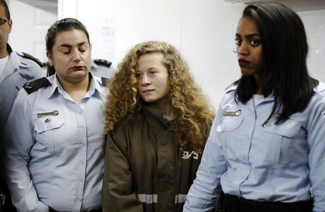 Ahed Tamimi en el tribunal militar en la prisión israelí de Ofer (Cisjordania)