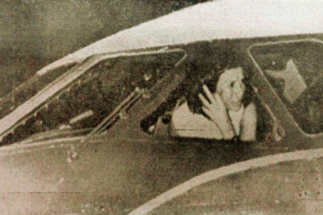 La guerrillera Marília en el interior del avión secuestrado.