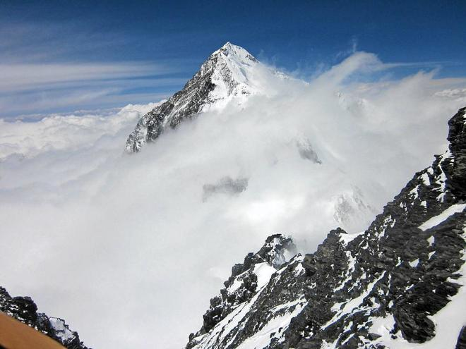 Nepal prohíbe escalar el Everest en solitario para intentar reducir el número de accidentes