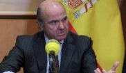 El ministro de Economía, Luis de Guindos, durante la entrevista...