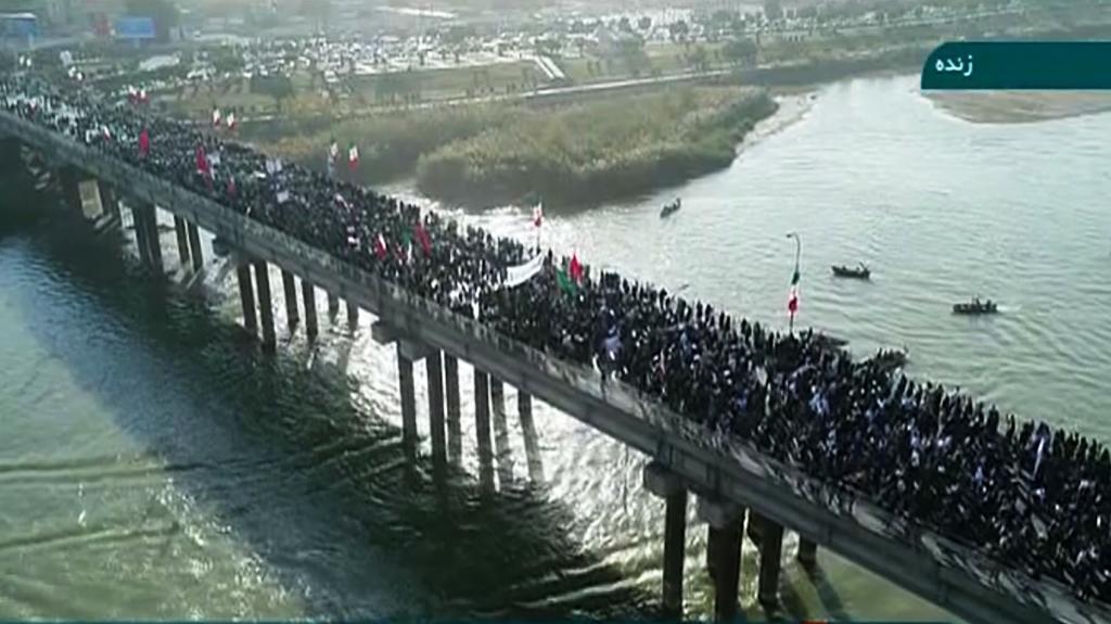 Miles de iraníes expresan su apoyo al régimen para contrarrestar las protestas
