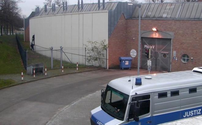 Varios presos se fugan de una cárcel de Berlín para celebrar Nochevieja con la familia y luego regresan