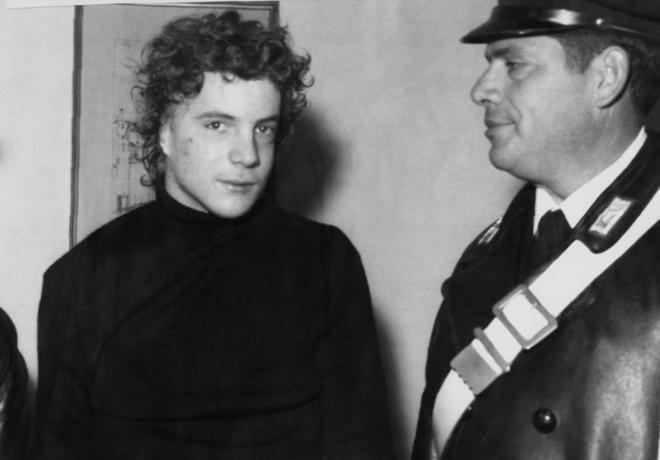 JohnPaulGetty, en diciembre de 1973, después de ser liberado, con la cicatriz de la oreja cortada por sus captores.