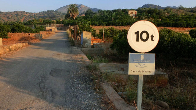 El ataque se produjo en una finca de este Camí Miramar de la Vall d'Uixó.