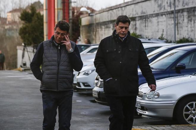 Juan Carlos Quer (dcha.), padre de Diana Quer, el pasado 31 de diciembre en el Anatómico Forense de Santiago de COmpostela.