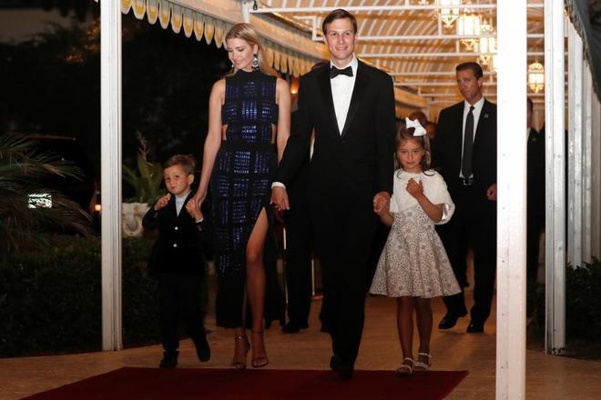 Ivanka con su marido Jared Kushner y sus hijos el día de Año Nuevo en Palm Beach.