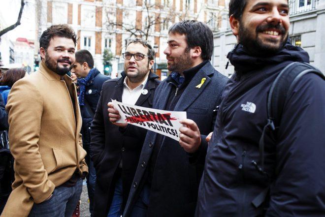 Gabriel Rufián junto a Juli Fernández, Isaac Peraire y Ruben...