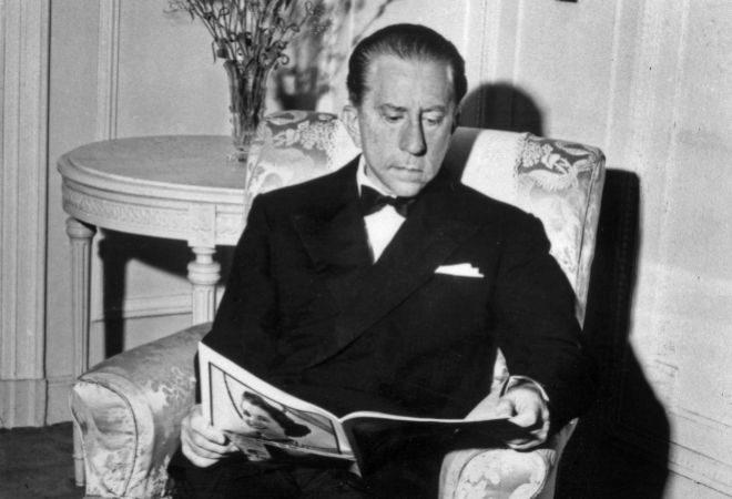El millonario Jean Paul Getty, fotografiado en su casa en los años 50