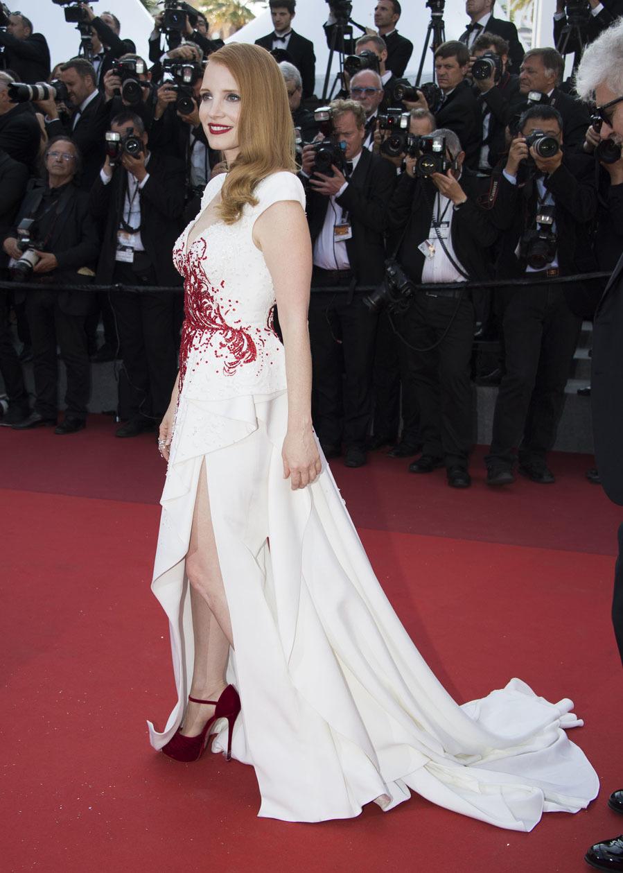 En el Festival de Cine de Venecia la actriz eligió este vestido con abertura lateral de Zuhair Murad.