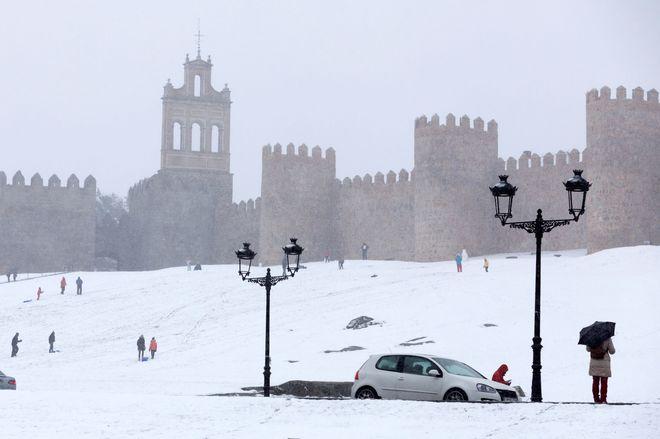 Las murallas de Ávila, cubiertas por la nieve