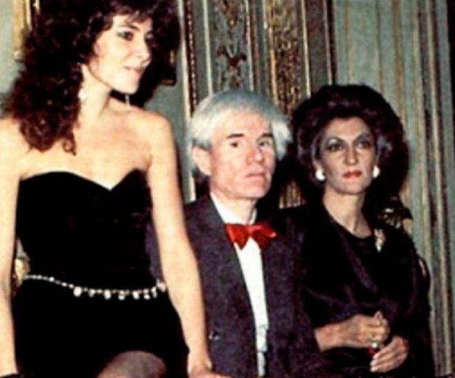 Andy Warhol, entre Ana Obregón y Pitita Ridruejo. REVISTA GARBO