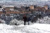 Vista de La Alhambra cubierta por la nieve