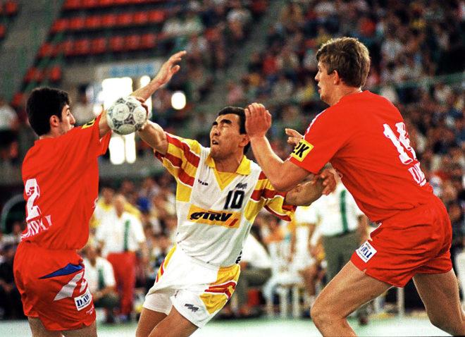 Dujshebaev, en la final del Europeo de 1996 ante Rusia. España logró su primera medalla.