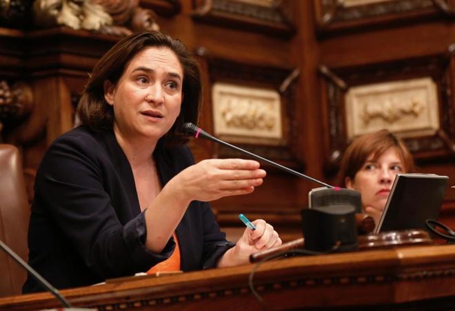 Ada Colau en un pleno del Ayuntamiento de Barcelona