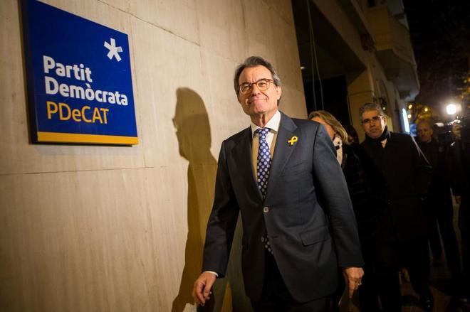 Artur mas a su entrada en la sede central del PDeCAT en Barcelona este martes