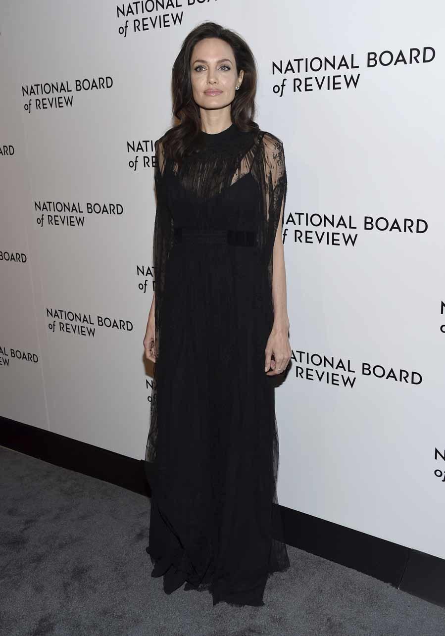 La actriz llevó un vestido negro de Valentino especialmente diseñado...