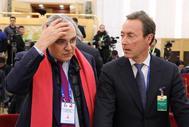 El director de operaciones de Airbus, Fabrice Bregier (dcha. de la imagen), con el CEO de SUez Environnement, en las reuniones franco-chinas.