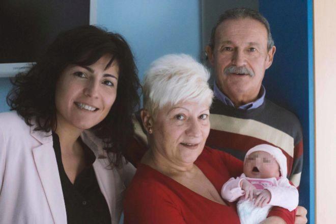 La mujer fallecida el pasado 19 de abril, con un bebé en brazos,...