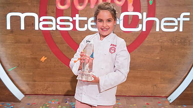 Esther, de 10 años, ganadora, de MasterChef junior.