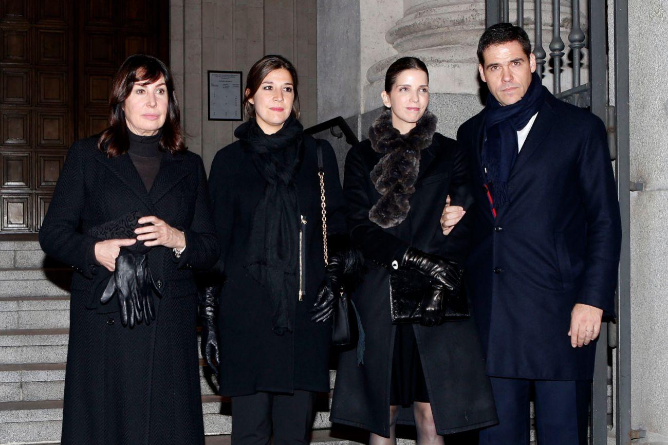 Carmen Martínez-Bordiú, Cynthia Rossi, Margarita Vargas y Luis Alfonso de Borbón, en el adiós a Carmen Franco.