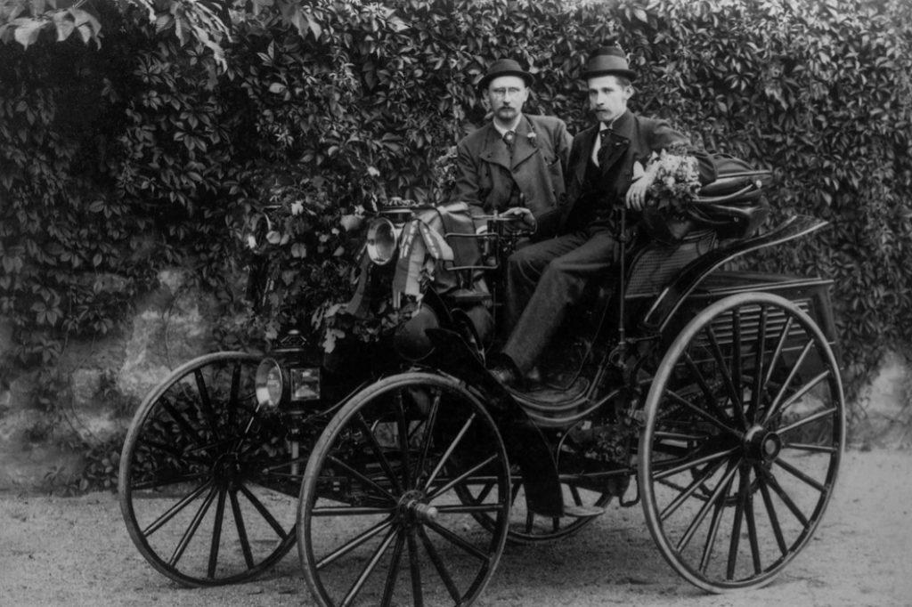 Lo hizo Bertha, la esposa de Karl Benz, a escondidas de éste y con...
