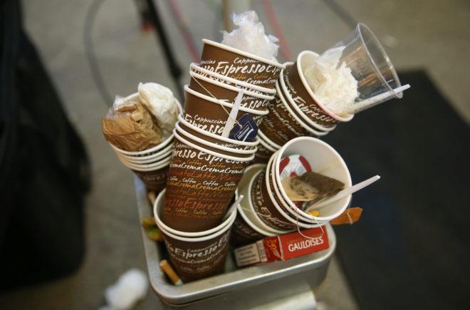 Salchichas con curry, cigarrillos y café para forjar la gran coalición en Alemania