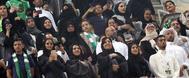 Familias sauditas, durante el partido con mujeres entre los asistentes.