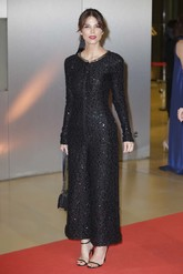 Juana Acosta, la más elegante de la noche, con un mono negro de manga...