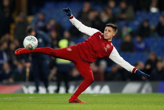 Alexis Sánchez en un calentamiento con el Arsenal.