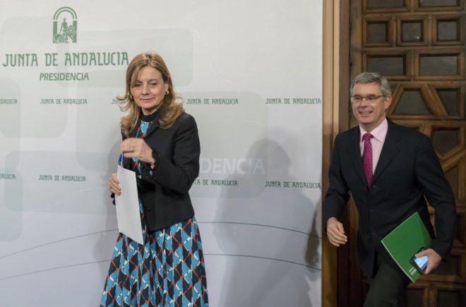 La consejera de Salud y el portavoz del Gobierno andaluz.