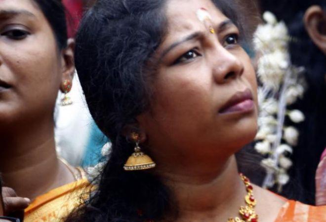 El presidente de Sri Lanka vuelve a prohibir la venta de alcohol a las mujeres unos días después de permitirla