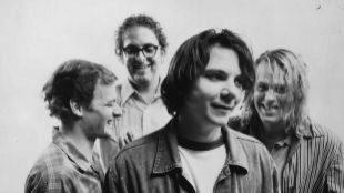 Warner Music reedita 'A.M.' y 'Being There' de la banda estadounidense...