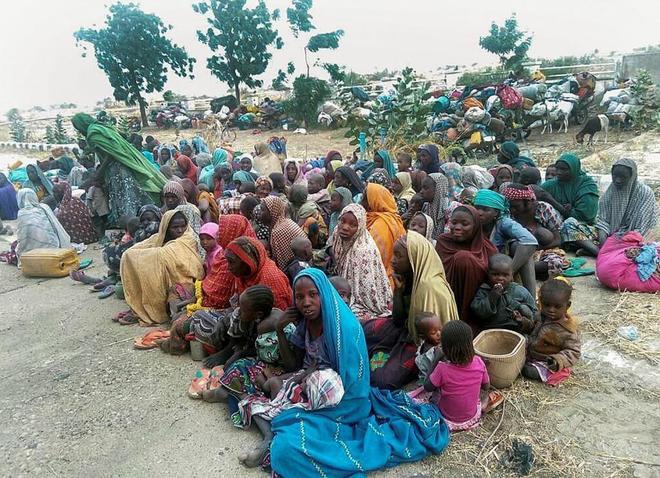 Algunas de las 700 personas secuestradas por el grupo yihadista Boko Haram y rescatadas por el Ejército nigeriano, el pasado 2 de enero.