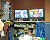 La Policía realiza un registro en un local de alterne en el marco de...