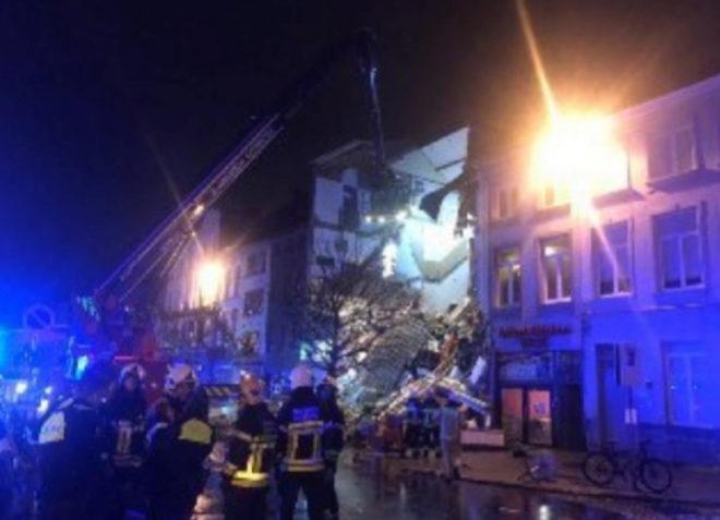 Dos muertos y una decena de heridos tras una explosión en un edificio de Amberes