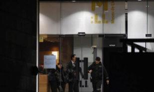 Un policía en el Museo de Lérida el día en que se trasladaron las...