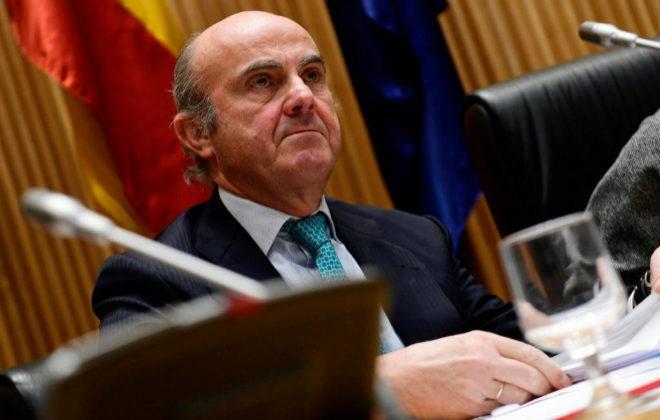 Luis de Guindos acusa a Zapatero de aplicar