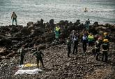 Policías y bomberos buscan los cadáveres de los inmigrantes muertos...
