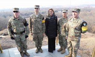 Cospedal visita la zona desmilitarizada entre las dos Coreas el día que arranca el deshielo